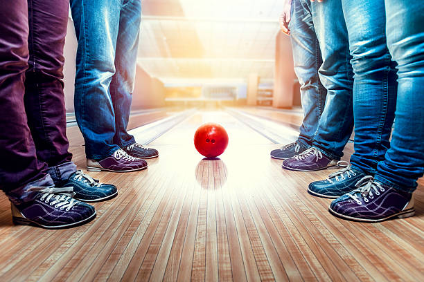 People near bowling ball – Foto