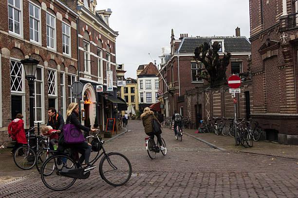 Menschen auf Fahrrädern in Utrecht in Holland – Foto