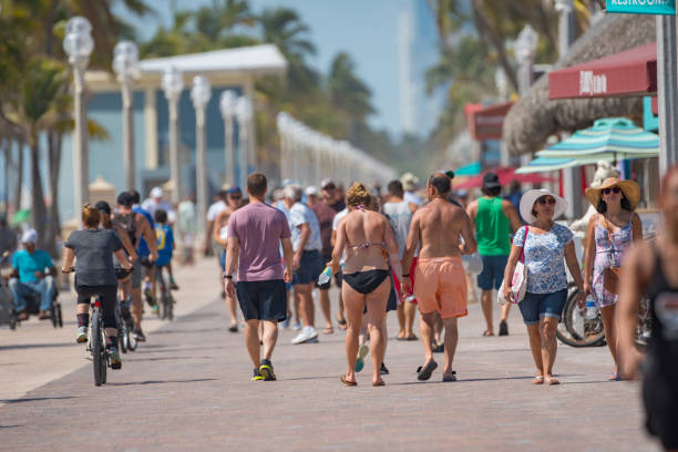 people on hollywood beach fl usa memorial day - memorial day weekend стоковые фото и изображения