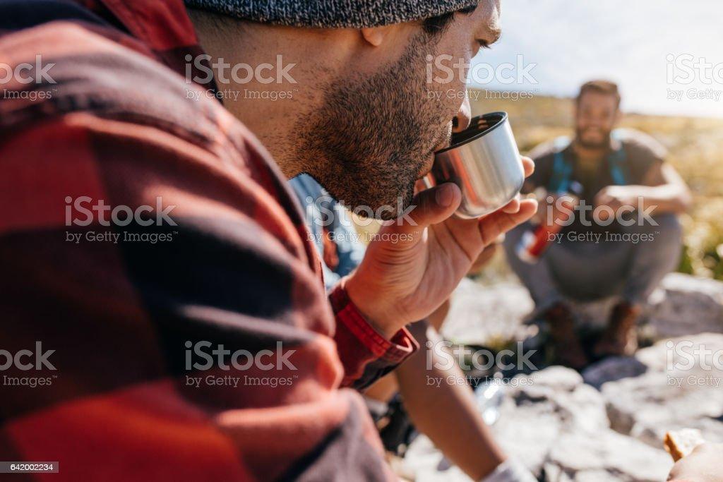 Menschen auf die Entspannung während Landschaft wandern – Foto