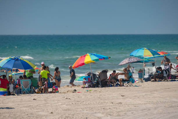people on the beach during memorial day weekend - memorial day weekend stock pictures, royalty-free photos & images