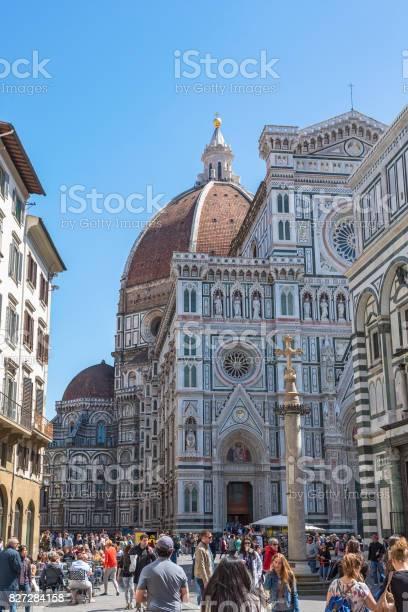 People on the piazza del duomo e cattedrale di santa maria del fiore picture id827284158?b=1&k=6&m=827284158&s=612x612&h=nb3ktzcc7yvyvbwu1bhonhf5ks yx77jb82gfcmsdwa=