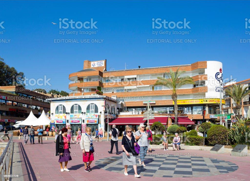 Menschen auf dem Meeresstrand promenade in Lloret de Mar, Spanien - Lizenzfrei Alter Erwachsener Stock-Foto