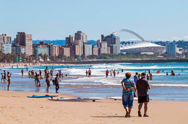 People on Visit to Beach Against Durban City Skyline – Foto