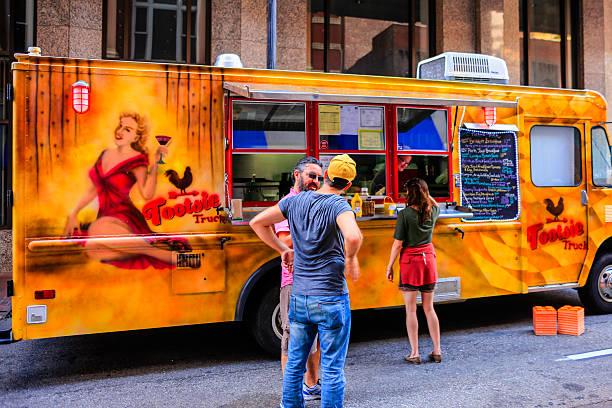 Food Truck En Venta - Banco de fotos e imágenes de stock