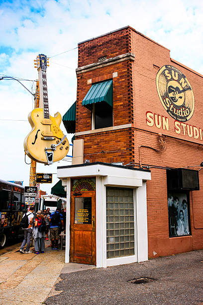 people outside the sun studio building in memphis tn - elvis stock photos and pictures