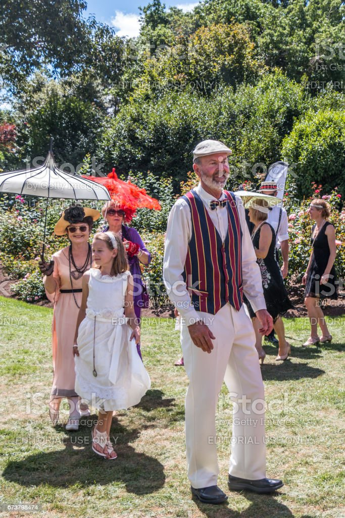 Hamilton, Yeni Zelanda - 26 Şubat 2017: Mansfield Bahçe partide parading insanlar royalty-free stock photo
