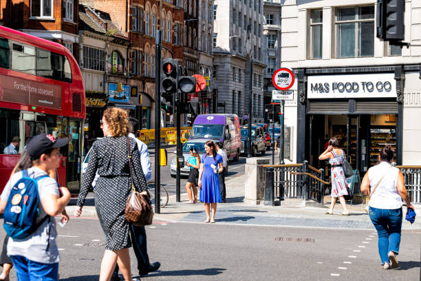 People pedestrians crossing Fleet street road in downtown financial district city with food lunch to go London, UK - June 26, 2018: People pedestrians crossing Fleet street road in center of downtown financial district city with food lunch to go central london stock pictures, royalty-free photos & images