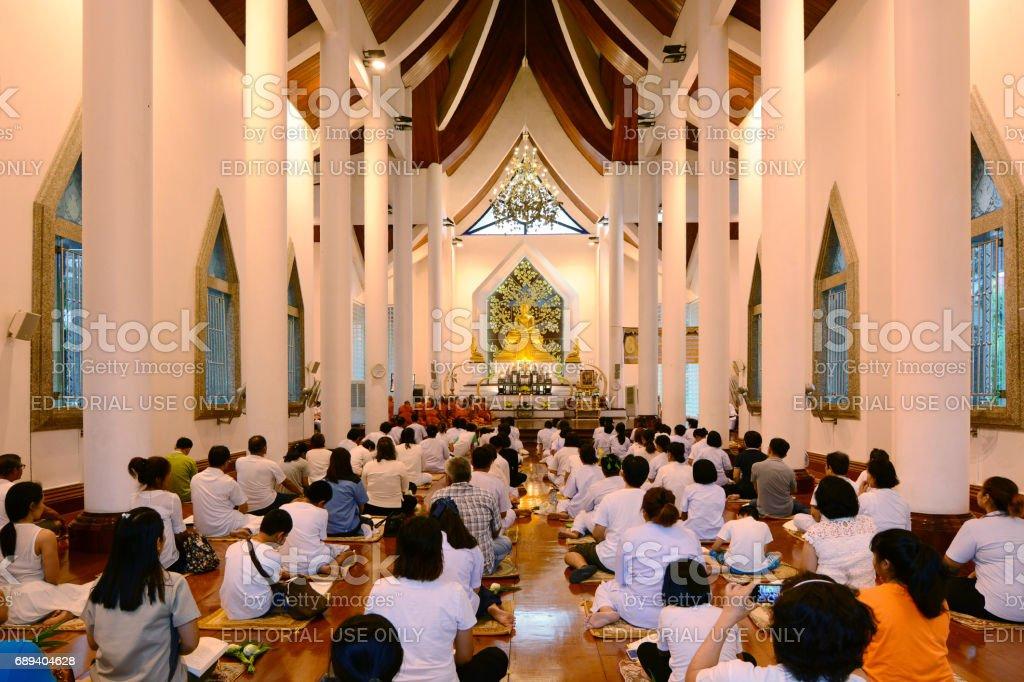 Foto De Pessoas Orando Na Igreja Budista E Mais Fotos De