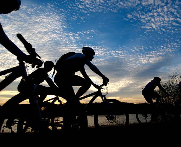 Fahrradtour bei Sonnenuntergang – Foto