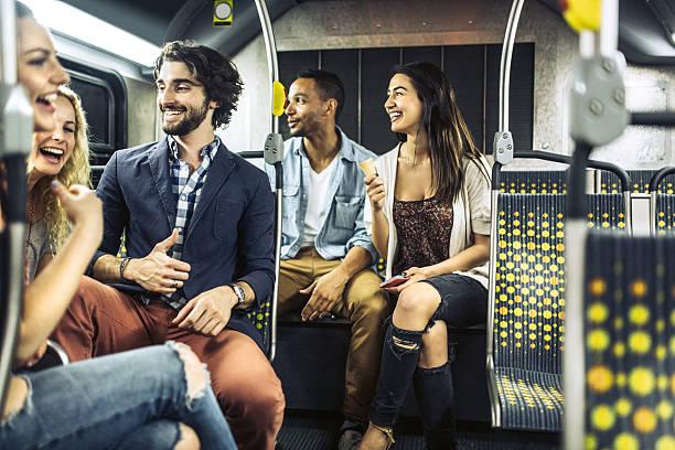 leute reiten city metro-bus - tour bus stock-fotos und bilder