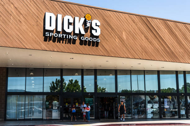 People shopping at Dick's Sporting Goods August 12, 2019 Sunnyvale / CA / USA - People shopping at Dick's Sporting Goods in South San Francisco bay area Dick stock pictures, royalty-free photos & images