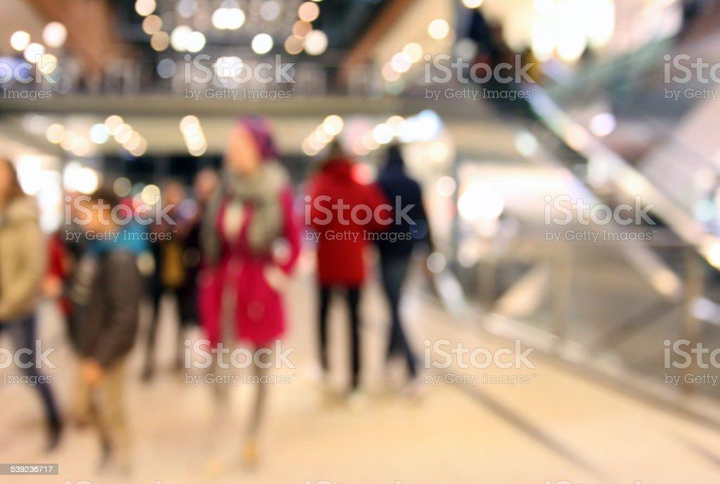 Gente de Compras en tiendas, fondo Desenfocado foto de stock libre de derechos