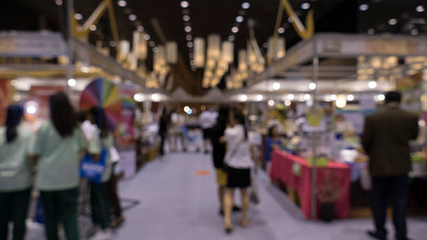 people shopping in exhibiton trade fair - blur – Foto