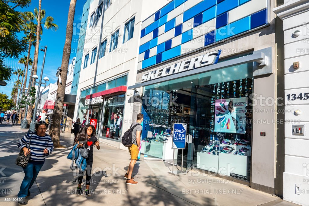 People shopping on Third Street Promenade, Santa Monica, USA Santa Monica, USA - December 23, 2015: People shopping in Santa Monica downtown. Sketchers store decorated for Xmas holidays on Third Street Promenade, Business Finance and Industry Stock Photo