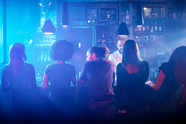 People sitting at the bar counter – Foto