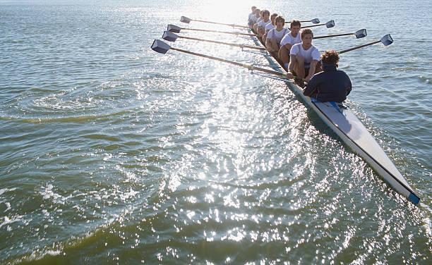名様まで座るの列 oaring ボート - パドルスポーツ ストックフォトと画像