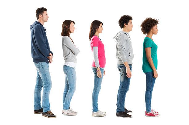 persone in piedi in una riga - queue foto e immagini stock
