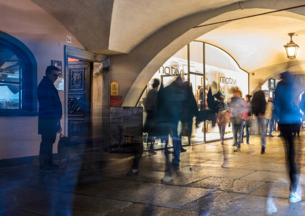 People strolling under the arcades, at night - foto stock