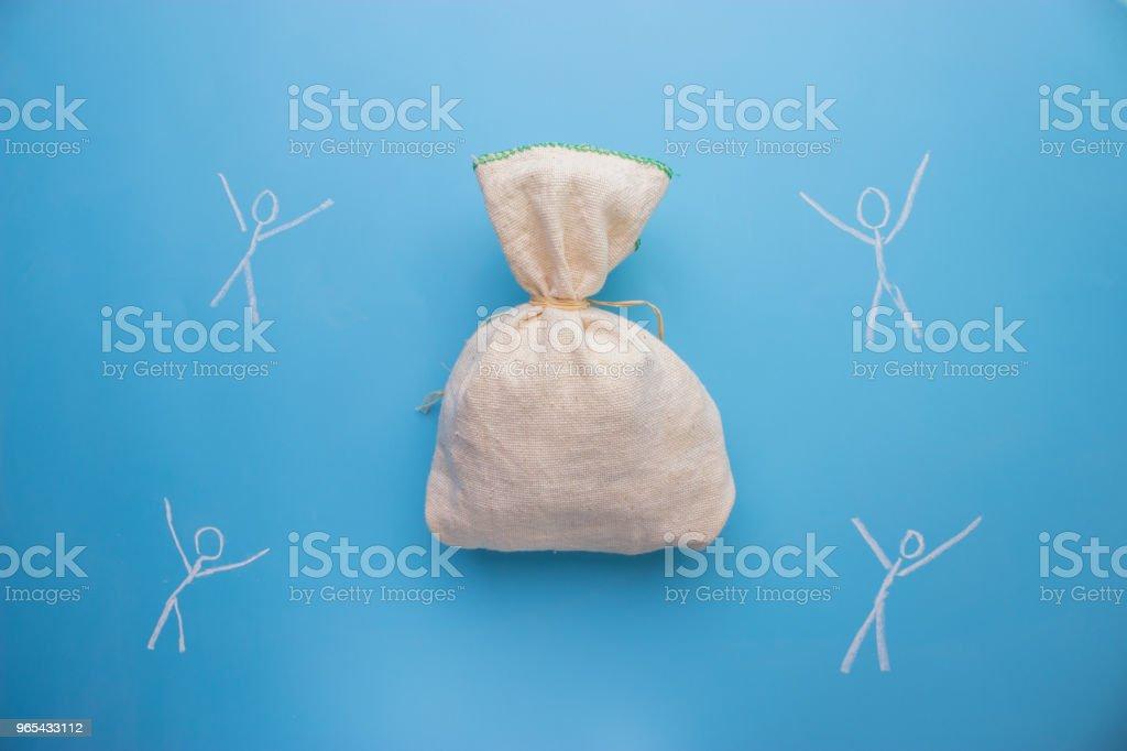 人們從大袋子裡拿錢 - 免版稅俄羅斯圖庫照片