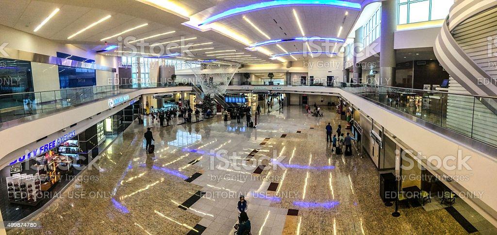 Suficiente Pessoas Viajando Através Do Aeroporto De Atlanta Eua - Imagens de  JG62