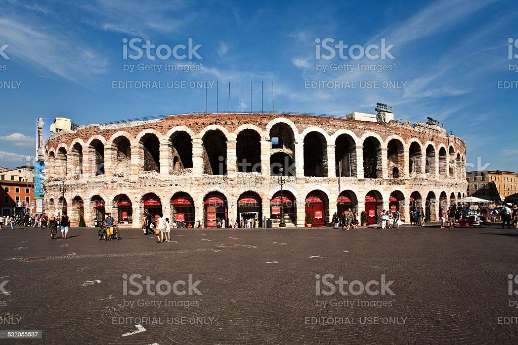 Menschen besuchen Sie die weltberühmten theater Amphitheater in Verona – Foto