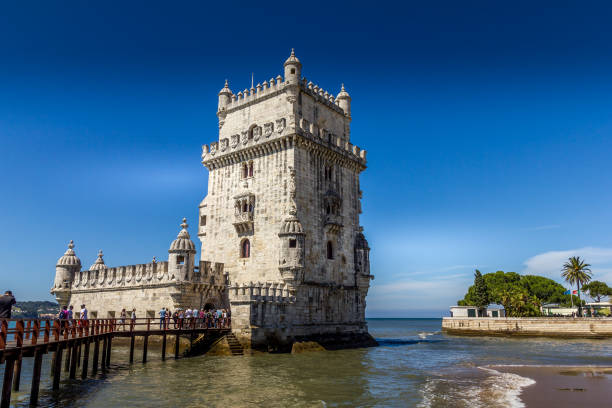 Besucher, die den Turm von Belem, Lissabon, Portugal – Foto