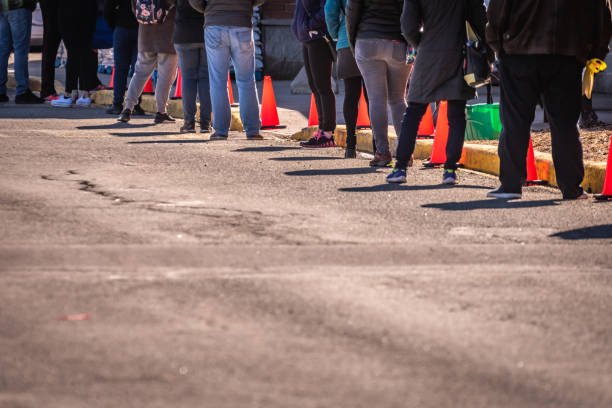 people waiting in line at the grocery store. - fare la fila foto e immagini stock