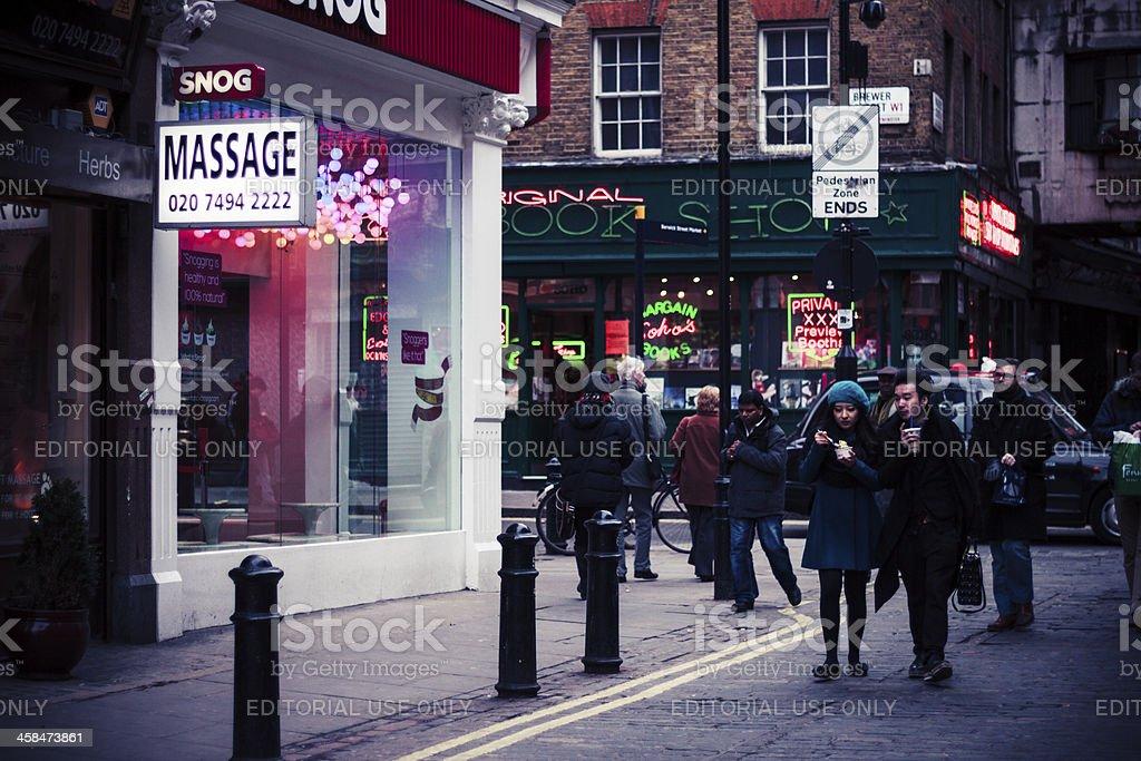 Gente caminando en Soho, Londres - foto de stock