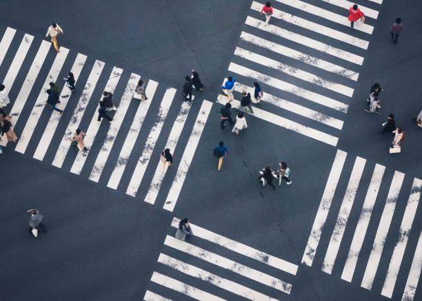 promeneurs sur la vue de dessus de tableau de concordance rue ville de passage» - carrefour photos et images de collection