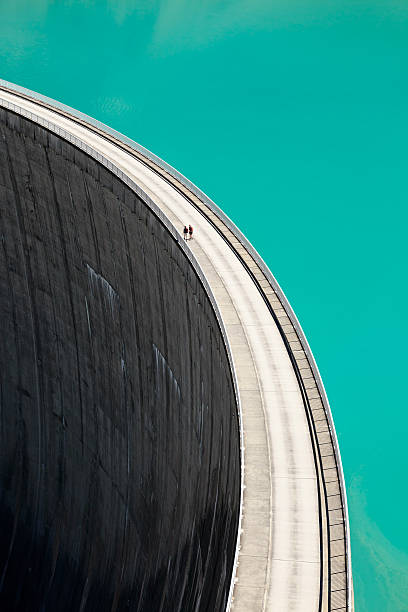 people walking on edge of stausee mooserboden dam, kaprun, austria - diga foto e immagini stock