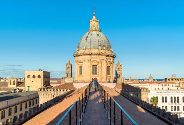 people walking on the roof of the palermo cathedral in the evening against sunlight. - palermo città foto e immagini stock