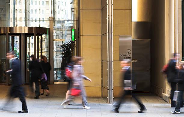 people walking to work - finanskvarter bildbanksfoton och bilder