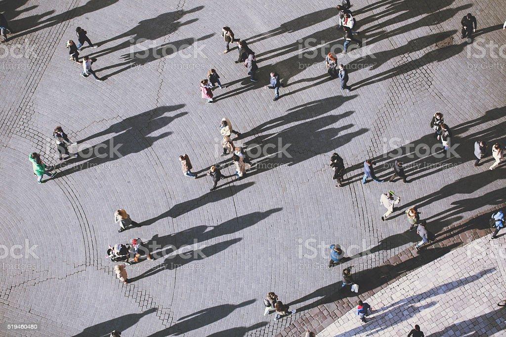 Pessoas com LOLG sombras, vista de cima - foto de acervo