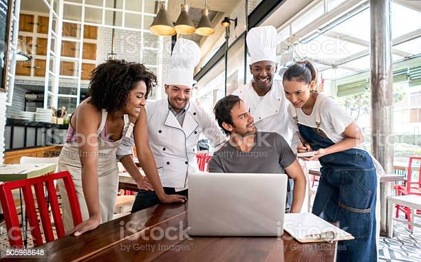 People working at a restaurant picture id505968648?b=1&k=6&m=505968648&s=612x612&h=8vj 59s4kl07lnbz0 ahejtkjbyn5ddiaaniid87uqg=