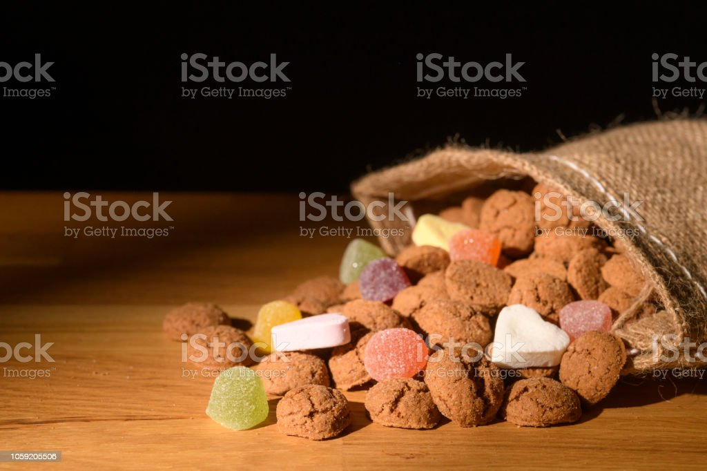 Pepernoten candy Sinterklaas or Sint Nicolaas Dutch Children's holiday treat - foto stock