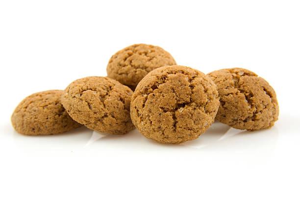 pepernoten (ginger nuts) in closeup - kruidnoten stockfoto's en -beelden