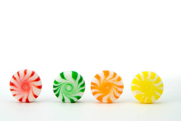 peppermint candy in a row - nane şeker stok fotoğraflar ve resimler