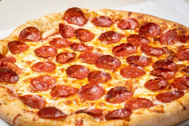 pepperoni pizza carryout stok fotoğrafı