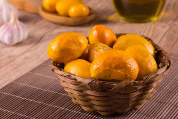 pequi. brasileiro fruto do cerrado - pequi - fotografias e filmes do acervo