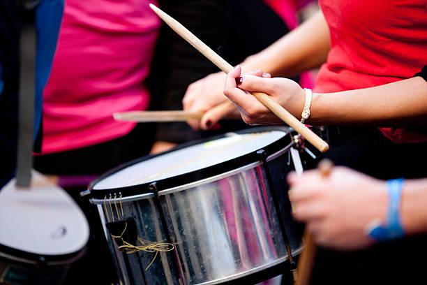 percussion batucada - sambatrommeln stock-fotos und bilder