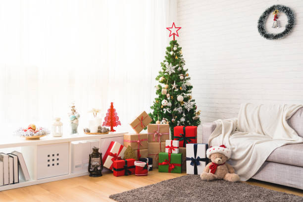 perfect christmas tree with gifts underneath - christmas background стоковые фото и изображения