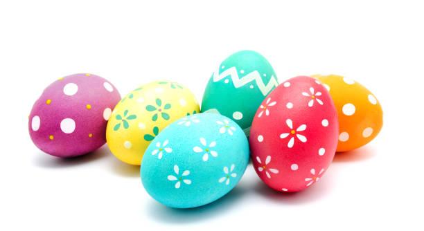 완벽 한 다채로운 수 제 부활절 달걀 고립 - 부활절 달걀 뉴스 사진 이미지