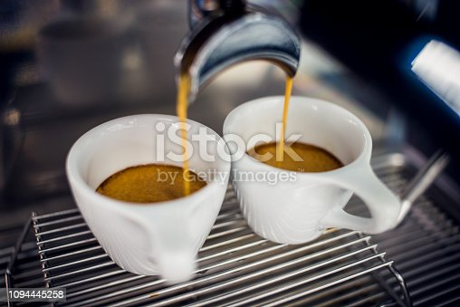 A perfect espresso is a 20-30 ml liquid witch extracts in around 25 seconds.