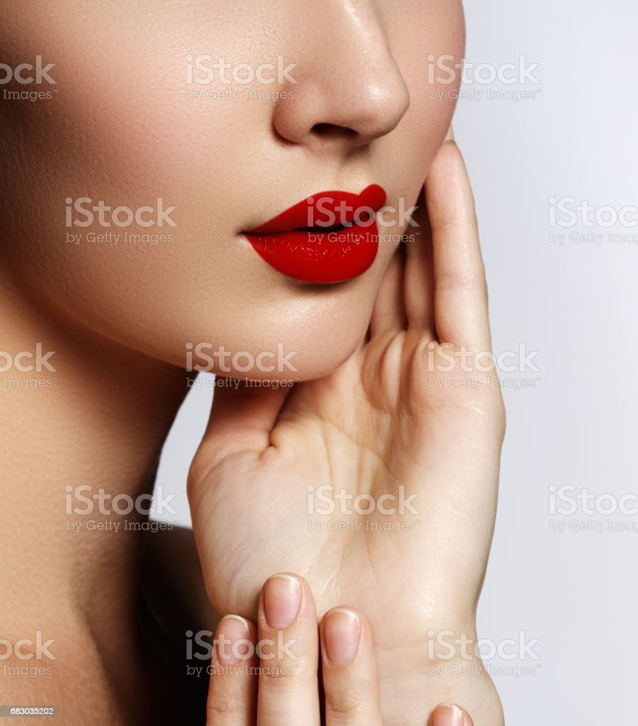 Perfect Lips. Sexy girl mouth close up. Beauty young woman smile foto de stock royalty-free
