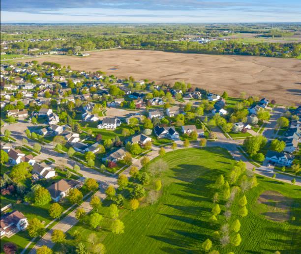 Perfekte Nachbarschaft, Häuser, Häuser, Frühlings-Luftaufnahme – Foto