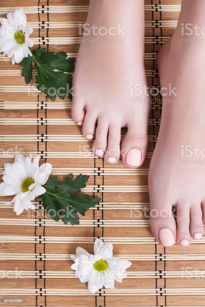 Nude toes