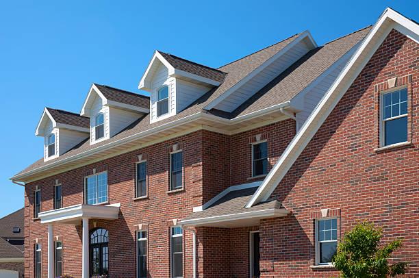 Perfekte Red Brick Hause mit Dormers – Foto