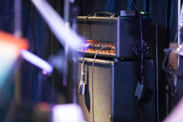 在舞臺上的電吉他完美的聲音圖像檔