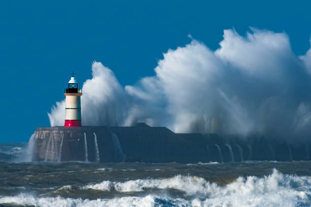Perfect Storm Lighthouse - Storm - Huge waves -Sea defence - Harbour - Storm - English Channel - East Sussex - Newhaven - UK groyne stock pictures, royalty-free photos & images